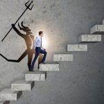 8 نصائح للتعامل مع المنافسة غير الصحيّة في مكان العمل